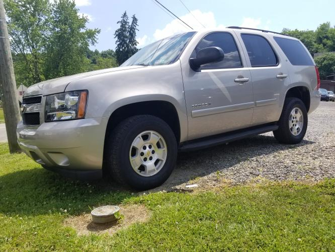 2008 BIEGE Chevrolet Tahoe LS 4WD (1GNFK13018J) with an 5.3L V8 OHV 16V FFV engine, 4-Speed Automatic Overdrive transmission, located at 250 Glenn Highway, Cambridge, OH, 43725, (740) 439-5504, 39.994991, -81.716339 - Photo #0